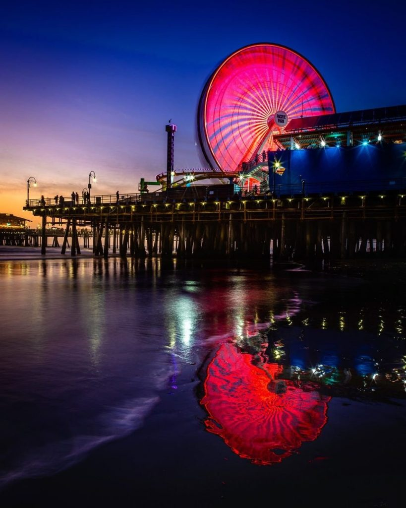 Red lights on the Ferris Wheel in Santa Monica - photo by @markedwinmiller