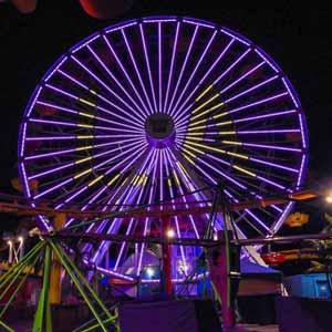 Santa Monica Pier Ferris Wheel Lights up for Lakers Championship | Photo by @beachinsoul
