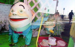 Humpty Dumpty marionette