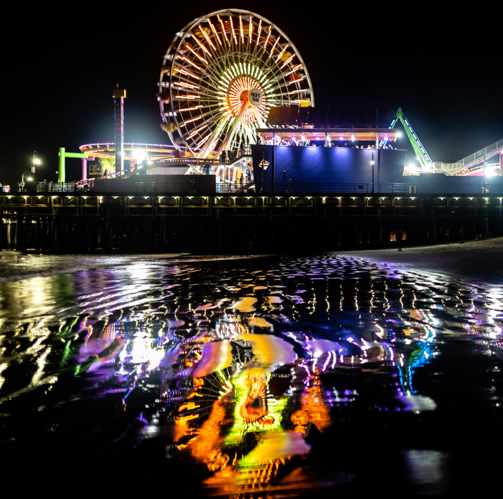Gold lights reflect off the waters by the Santa Monica Pier | Photo by @hydiehye